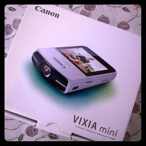 Canon VIXIA Mini Camera white